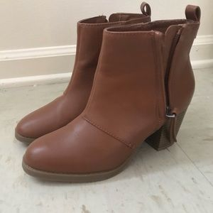 Size 6, brown Old Navy booties